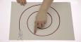 (WW 4/7) Wodzenie wzrokiem za palcem wskazującym na płaszczyźnie